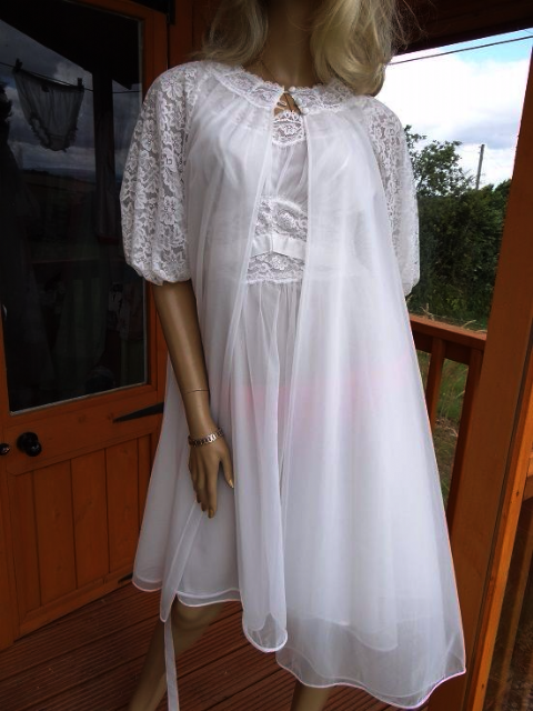 "GENUINE VINTAGE ""VANITY FAIR"" -  ""BRIDAL"" WHITE NYLON/CHIFFON NIGHTDRESS & NEGLIGEE"